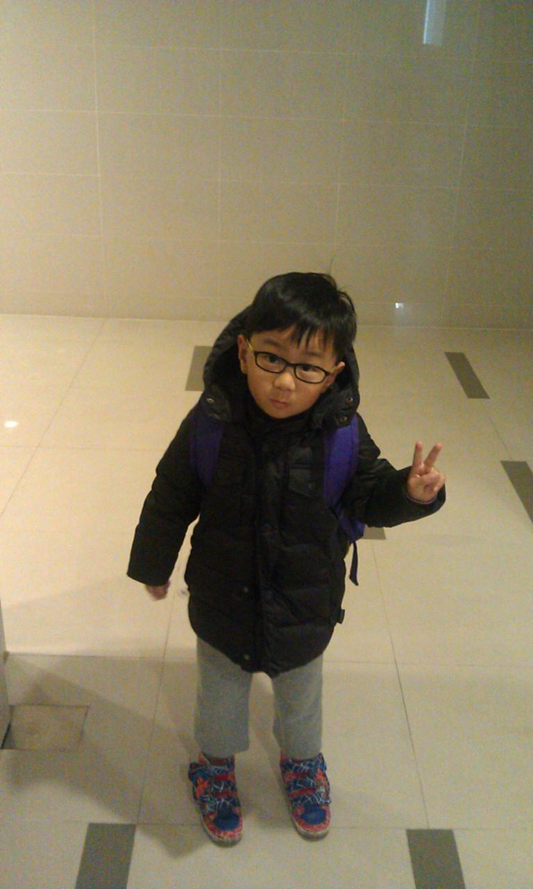 2016/3/3 兄妹倆一起上學的日子-維多莉爾