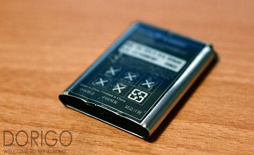 手機電池充電不宜過久...