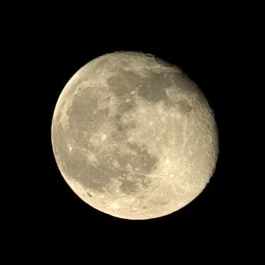 終於看到月亮啦