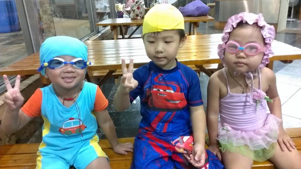 紹軒3歲參加游泳課