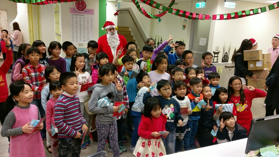 土城何嘉仁美語聖誕活動之全家總動員