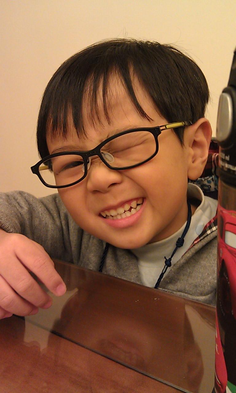 紹軒3歲到星星親子眼科做視力、散光檢查