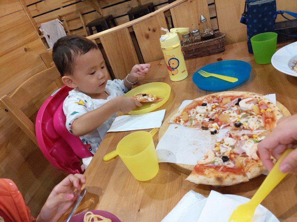 土城Pizzarella義式手工披薩 好吃到吃手手