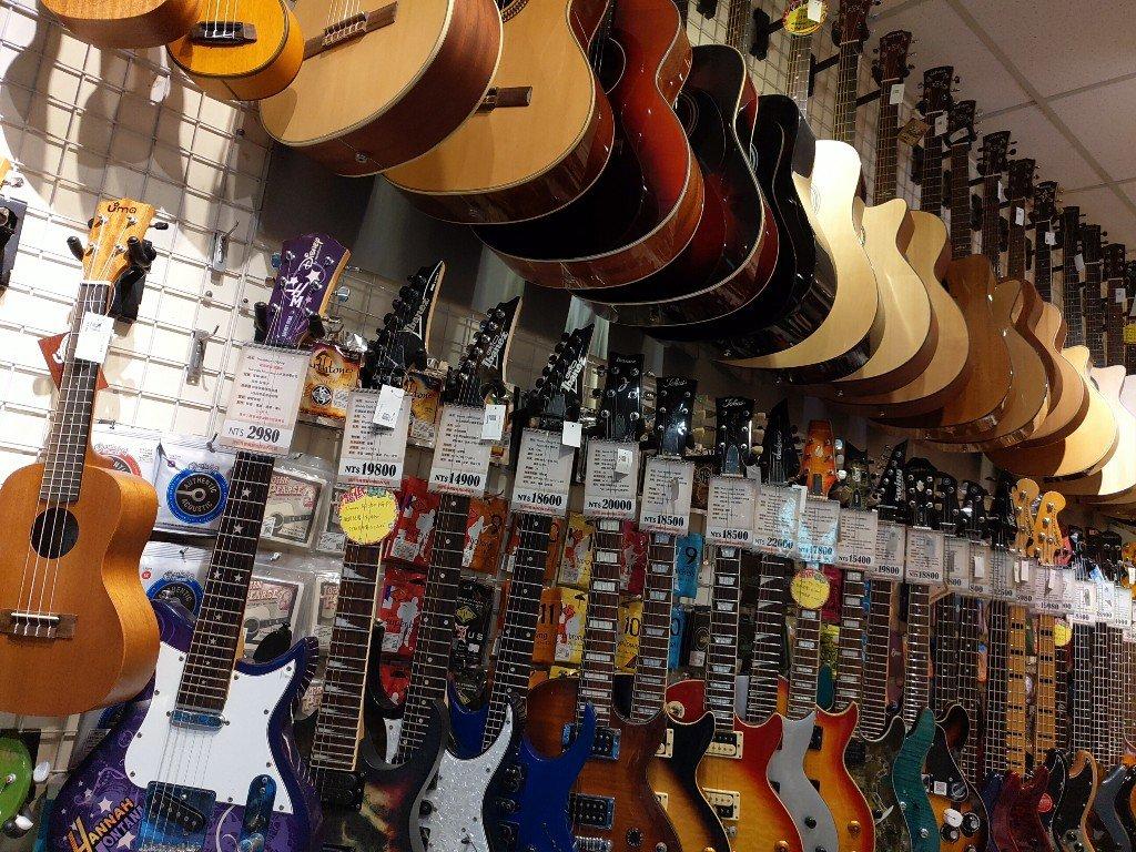 衝去土城現代音樂樂器行買 34吋 Neowood 民謠吉他