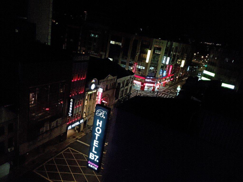 入住台北路境行旅 夜晚到西門町逛逛吧