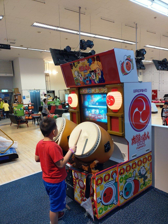 小孩玩到怕第二集!土城奧爾斯親子保齡球運動休閒館