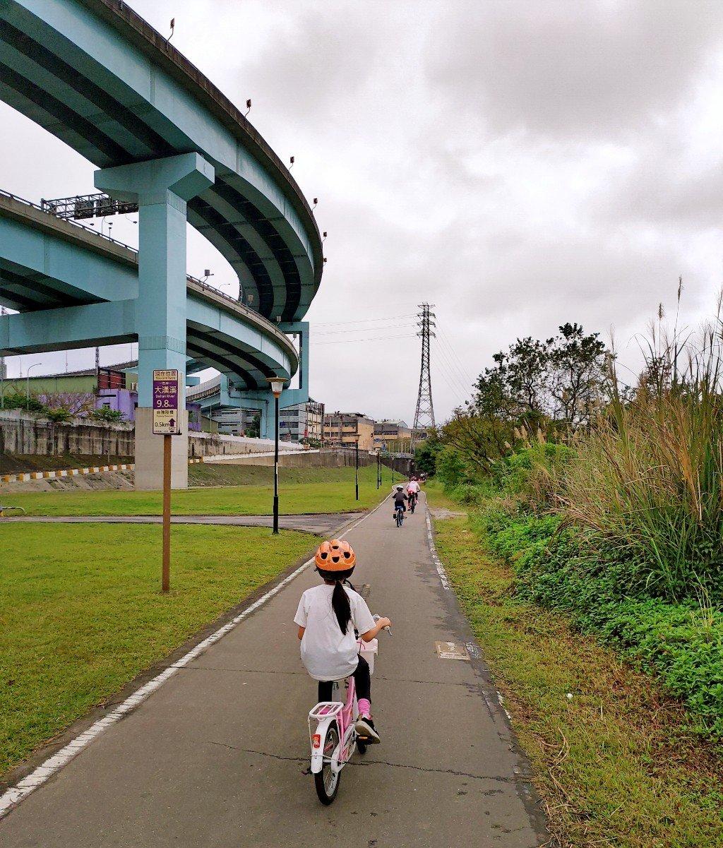 兩小時完賽!從土城騎腳踏車到三峽老街