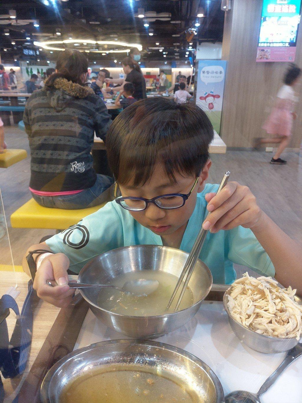 差點擠不進去!台北市兒童新樂園