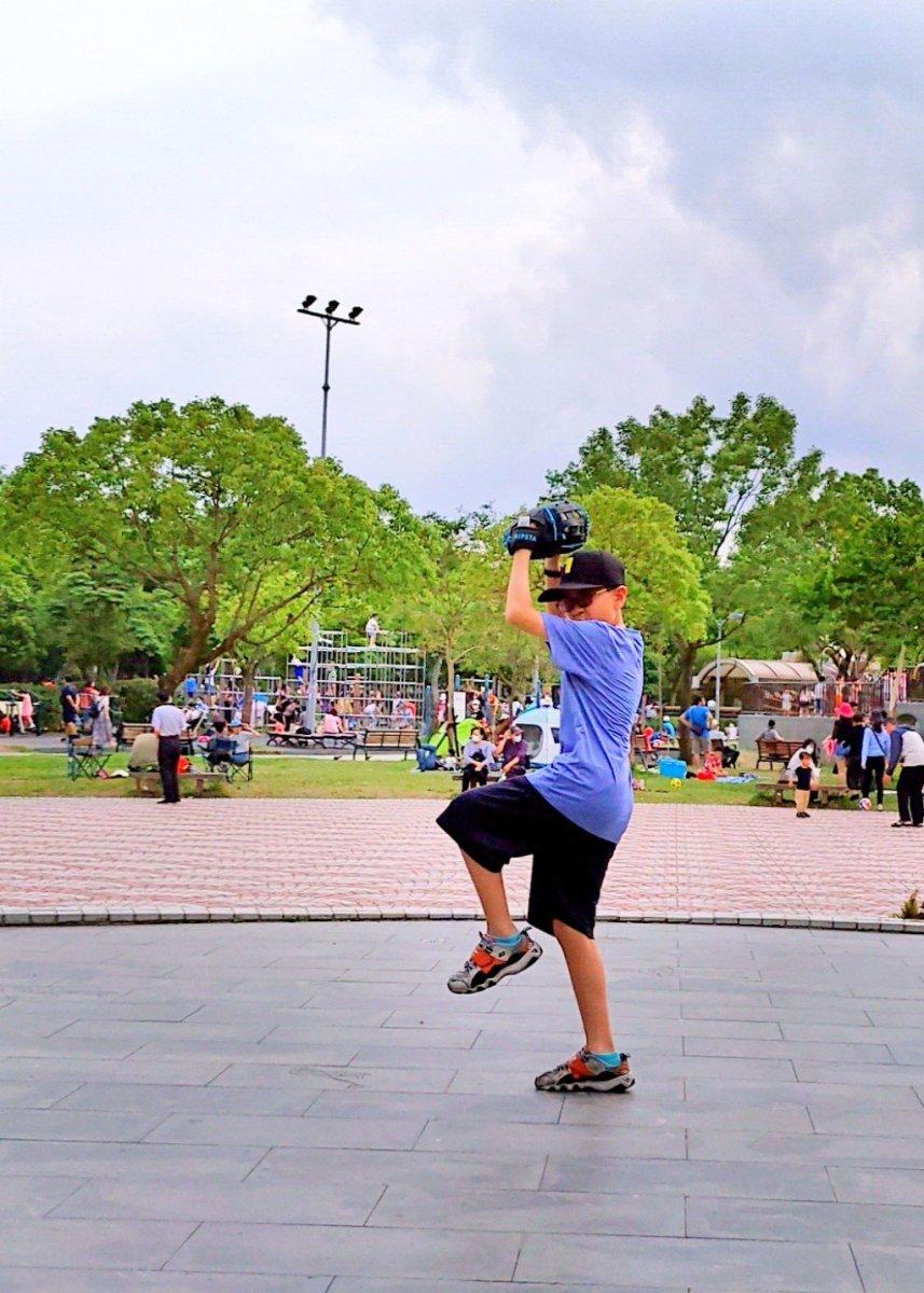 大安森林公園玩沙坑傳棒球逛花市
